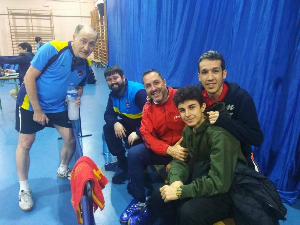 Público apoyando partida de liga Fuencarral